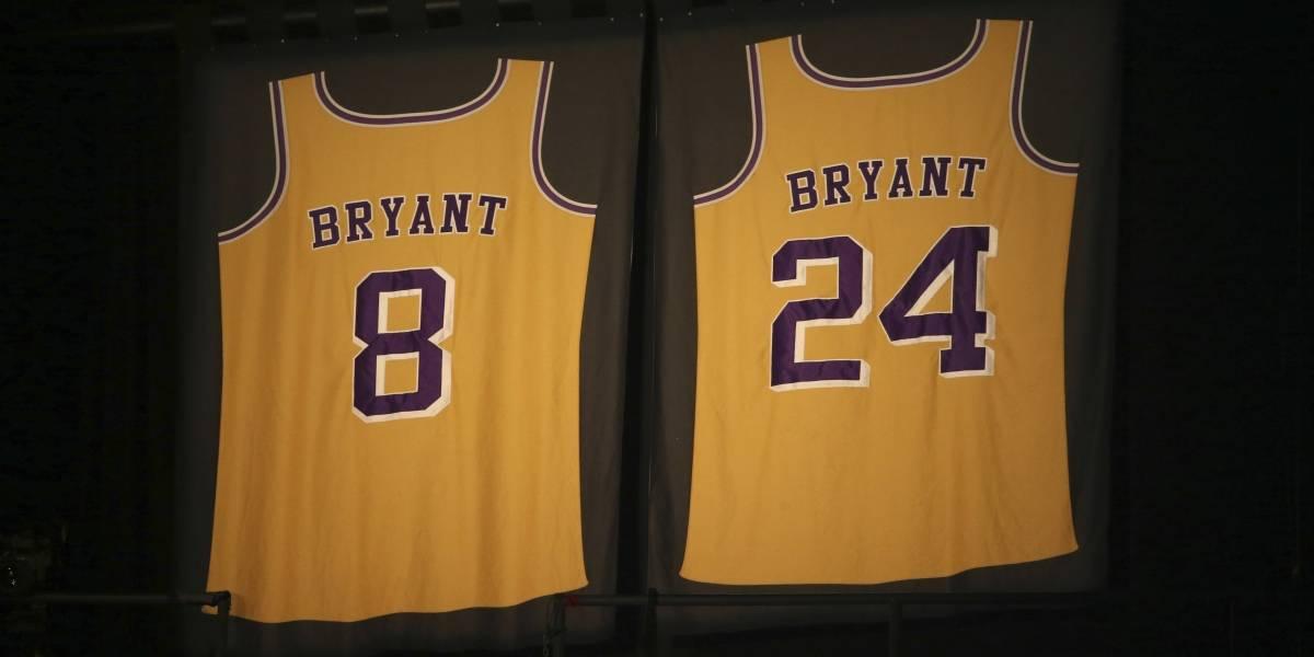 Lakers colocan logo de Kobe Bryant en el Staples Center