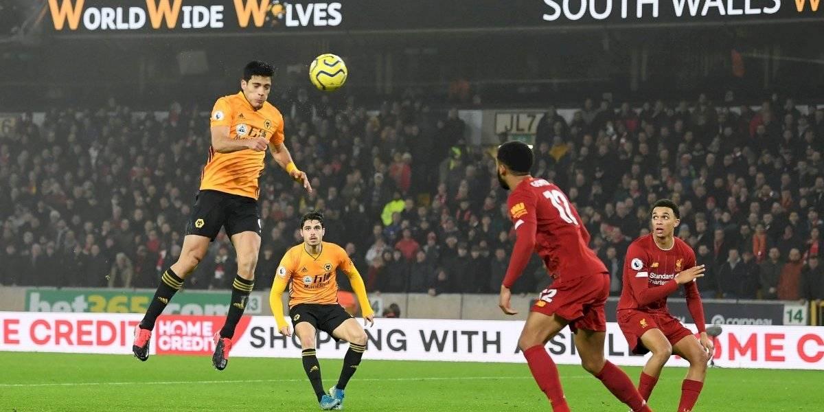 Gol de Raúl Jiménez ante Liverpool nominado al mejor de enero en la Premier League
