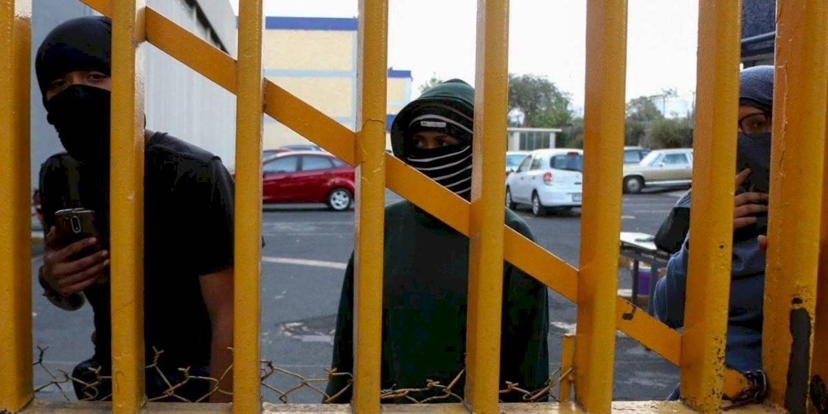 Alumnos de la UNAM piden entrega de planteles y regreso a clases