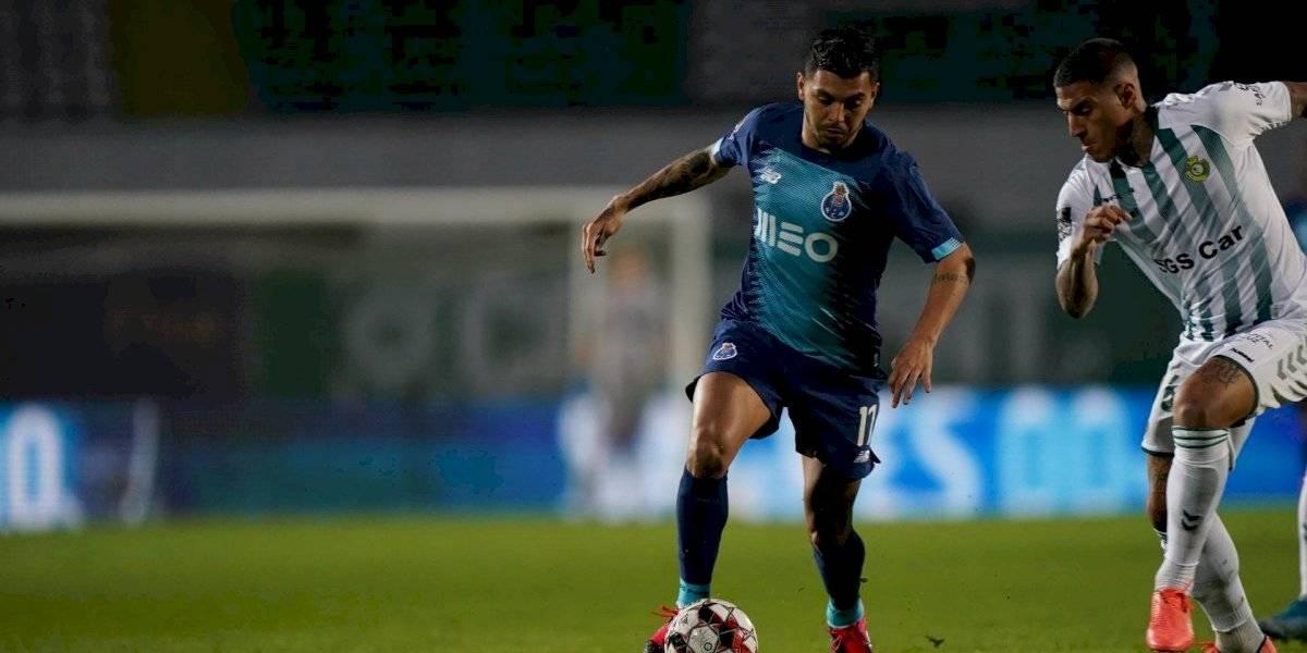 VIDEO: 'Tecatito' Corona marca golazo de volea en victoria del Porto