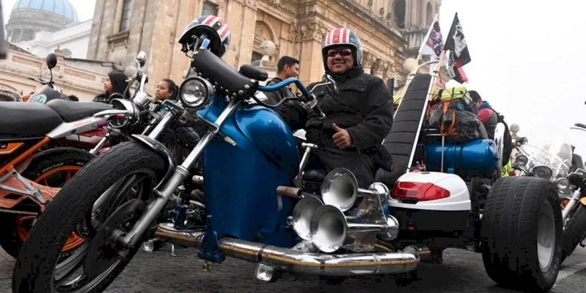 VIDEO. Motorista de Chimaltenango recorrerá la Caravana del Zorro con un triciclo