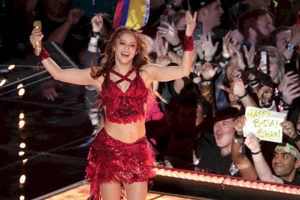 Shakira durante el medio tiempo del Super Bowl Foto: AP