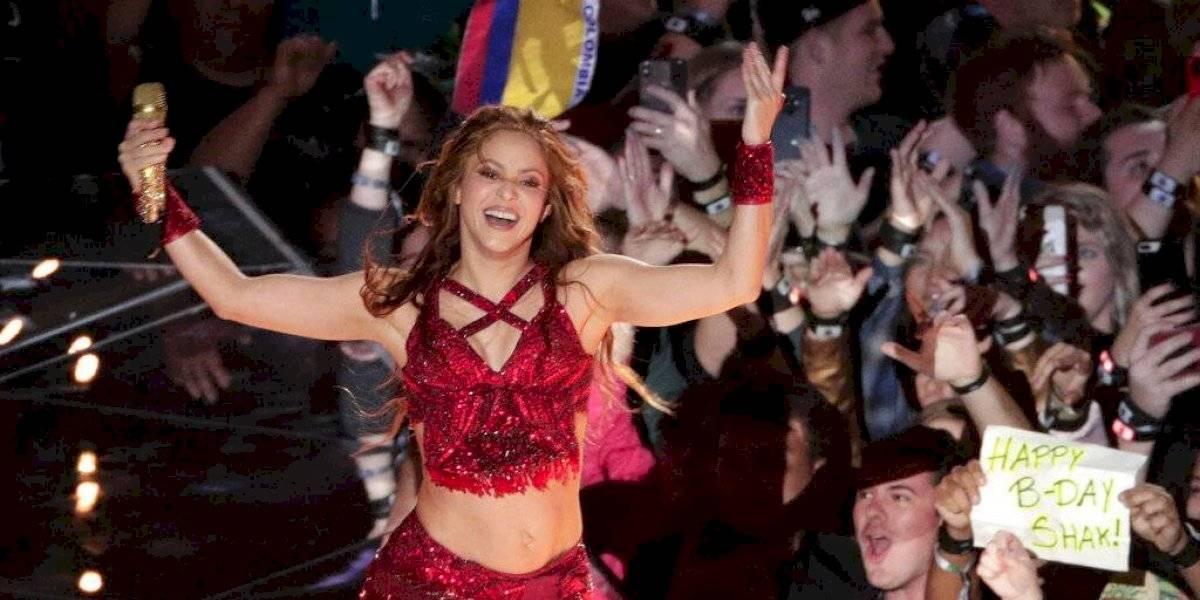 Explotan contra periodista por nombrar a Shakira como 'la esposa de Piqué'