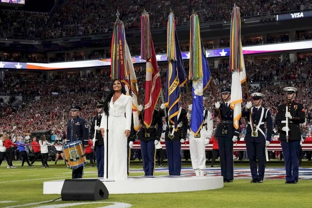 Foto AFP | Demi Lovato deslumbró con su participación en el himno de Estados Unidos previo al Super Bowl