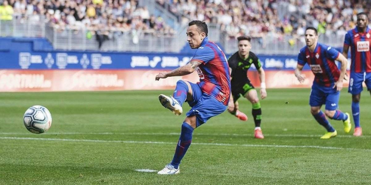 Fabian Orellana ya es un experto lanzador de penales y vuelve a anotar con Eibar