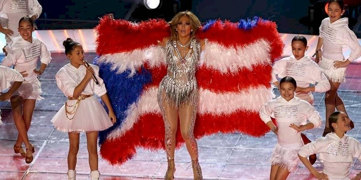 JLo rinde tributo a la bandera puertorriqueña