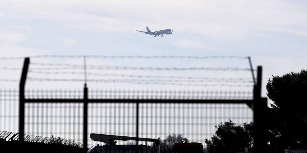Mexicanos llegan a Francia provenientes de China