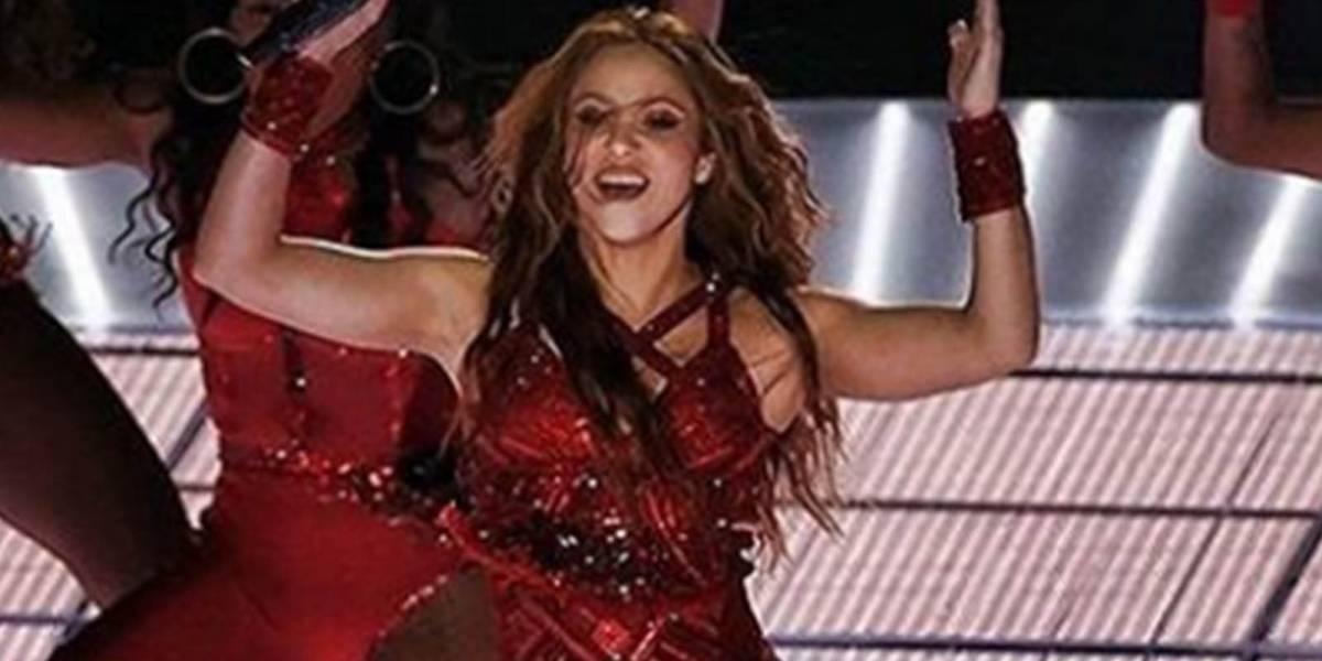 Botas rojas con más de 30 mil cristales: los impactantes looks con los que Shakira deslumbró en el Super Bowl