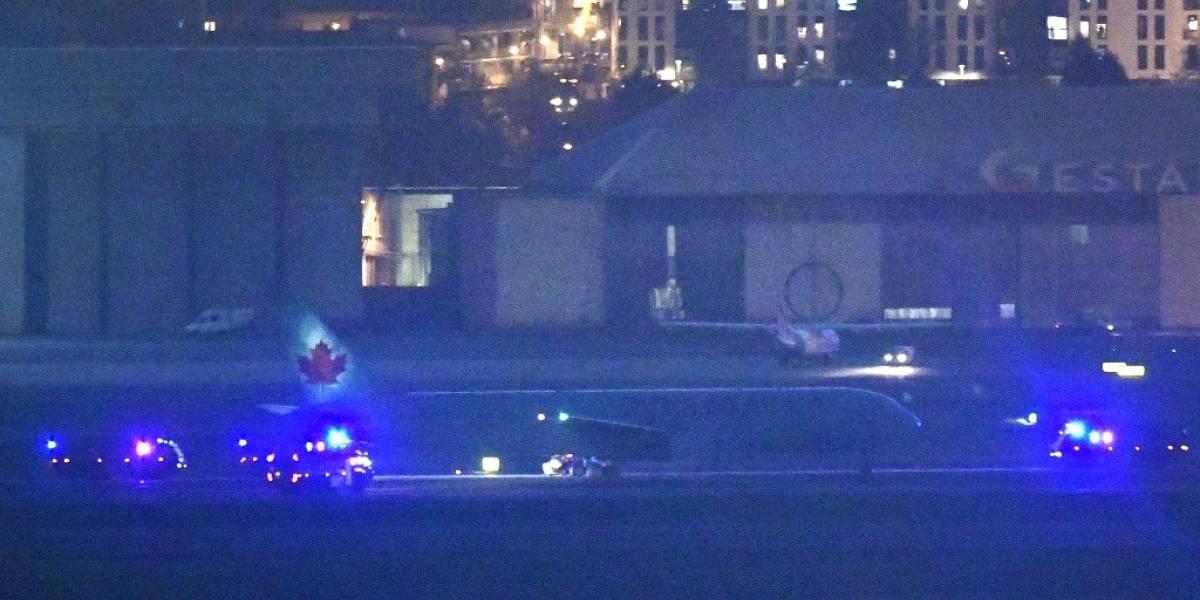 Avión de Air Canada aterriza de emergencia con una rueda y un motor dañados