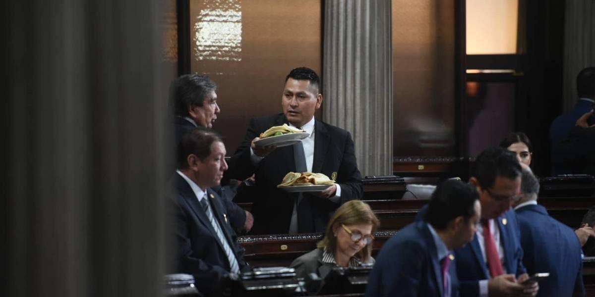 Diputados insisten en que el Congreso les pague su almuerzo