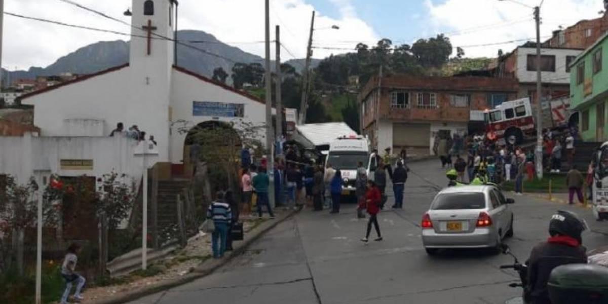 Muere conductor de camión tras estrellarse contra iglesia en Bogotá