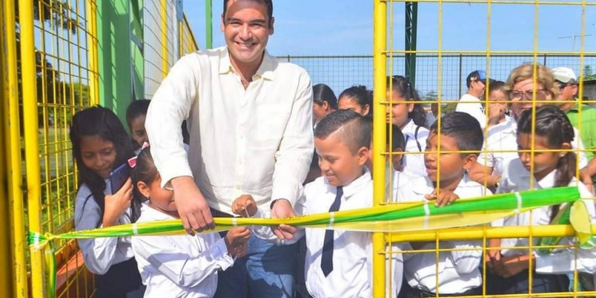 Estudiantes de Samborondón se benefician con cubiertas metálicas