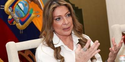 Ivonne Baki en la embajada de Ecuador en Qatar