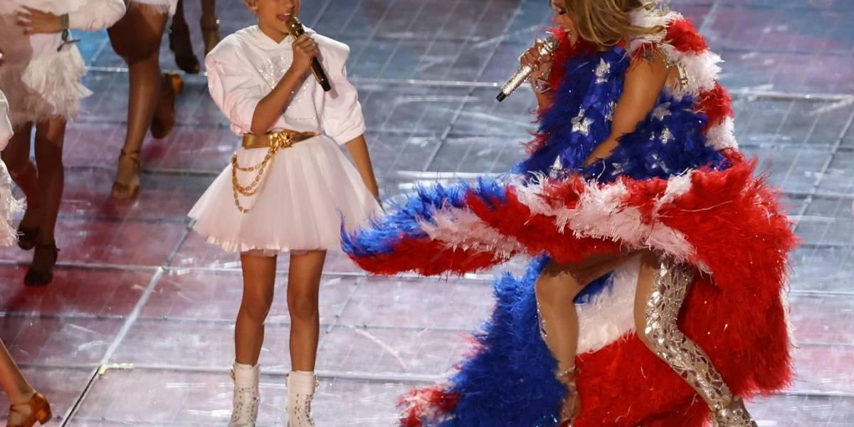 Jennifer Lopez domina el escenario del Super Bowl junto a su hija Emme