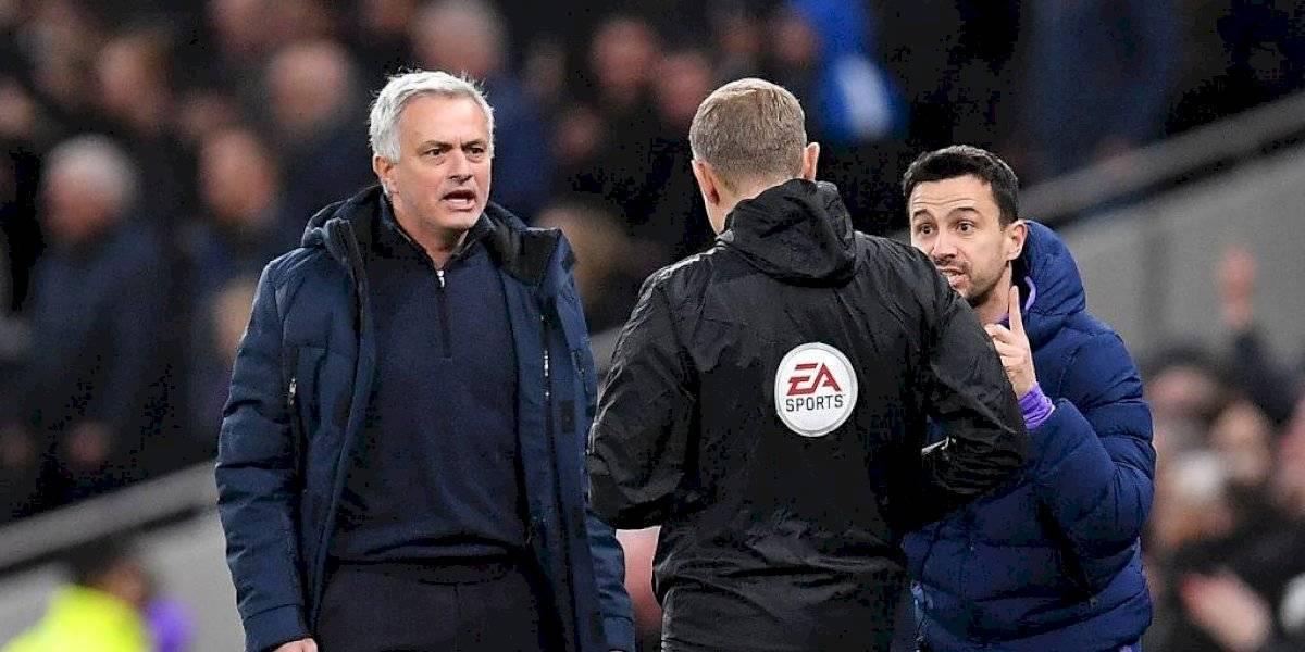 De la risa a la ira: Mourinho explotó contra el árbitro tras simulación de Sterling en la victoria del Tottenham