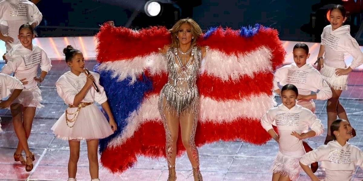"""PETA critica a Jennifer Lopez por la bandera """"emplumada"""" del Super Bowl"""