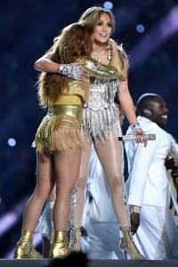 Abrazo de Shakira y Jennifer Lopez