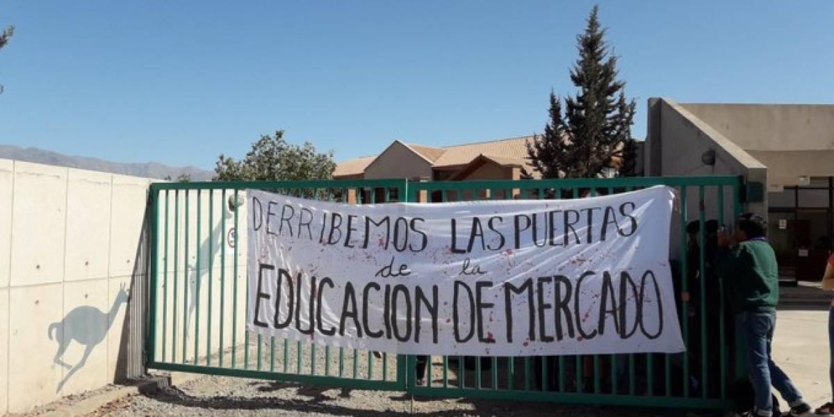 """PSU: secundarios se toman sedes de la Universidad de Valparaíso en protesta contra Aldo Valle por ser """"vocero de la educación de mercado"""""""