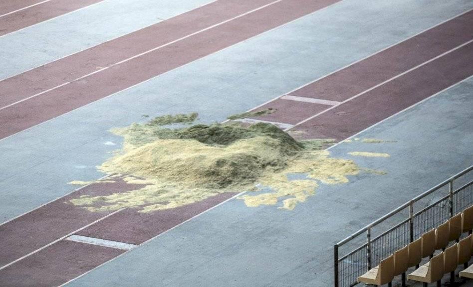 Pésimas condiciones de la pista de atletismo del estadio de la Cartuja