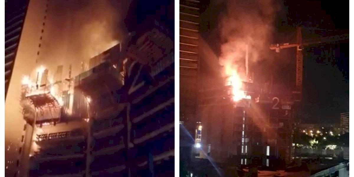Incendio consume edificio en construcción en Las Condes
