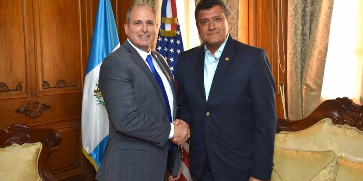 Comisionado de EE. UU. verifica trabajo de seguridad fronteriza