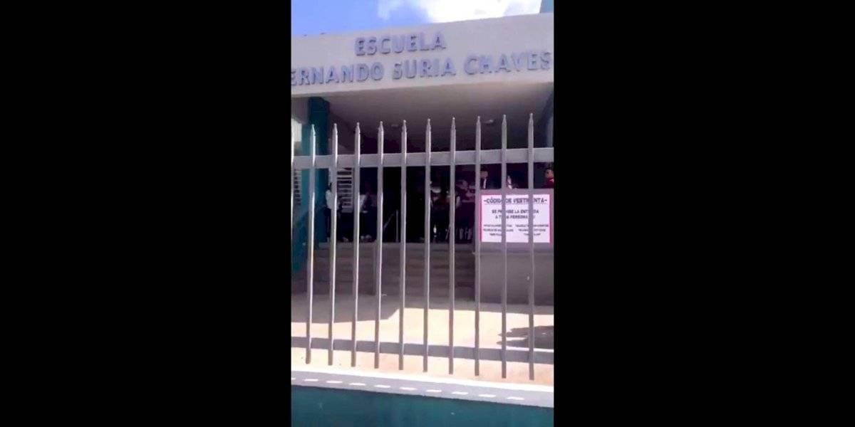 """VIDEO: Padres denuncian que dejan """"encerrados"""" a estudiantes tras temblor"""