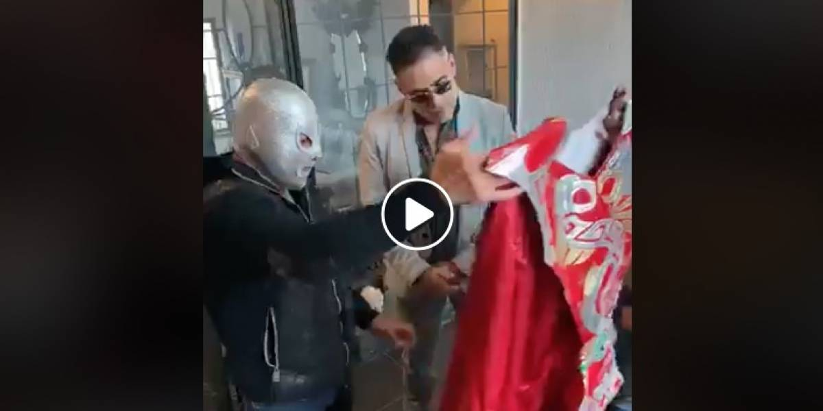 VIDEO: Hijo del Santo devuelve maleta de Silver King a dinastía Wagner