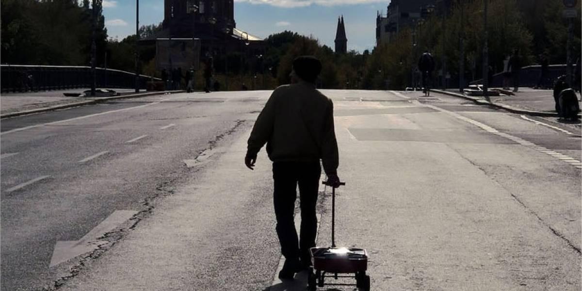 Artista crea un embotellamiento virtual en Google Maps con 99 teléfonos y un carrito de mano