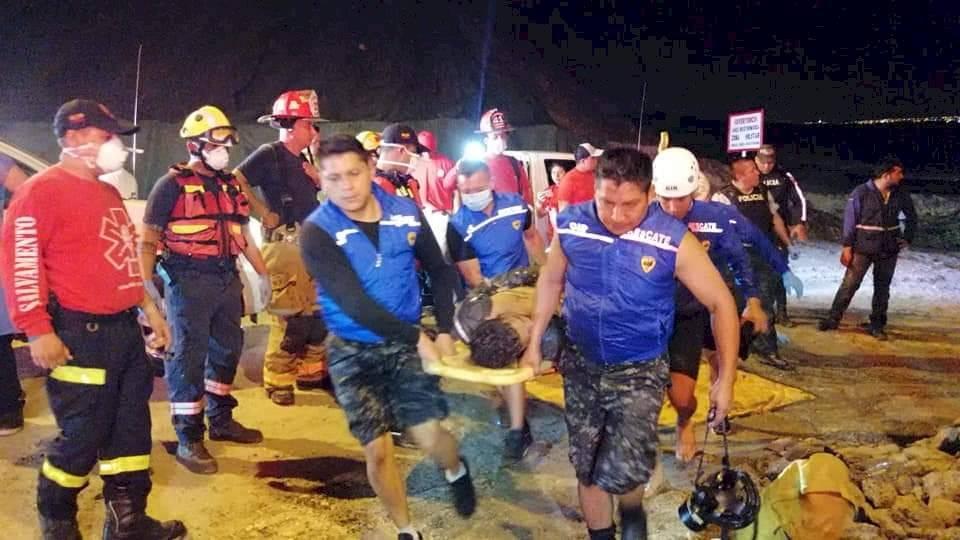 Tres fallecidos y cinco afectados por escape de gas de embarcación en Jaramijó Cuerpo de Bomberos de Jaramijó