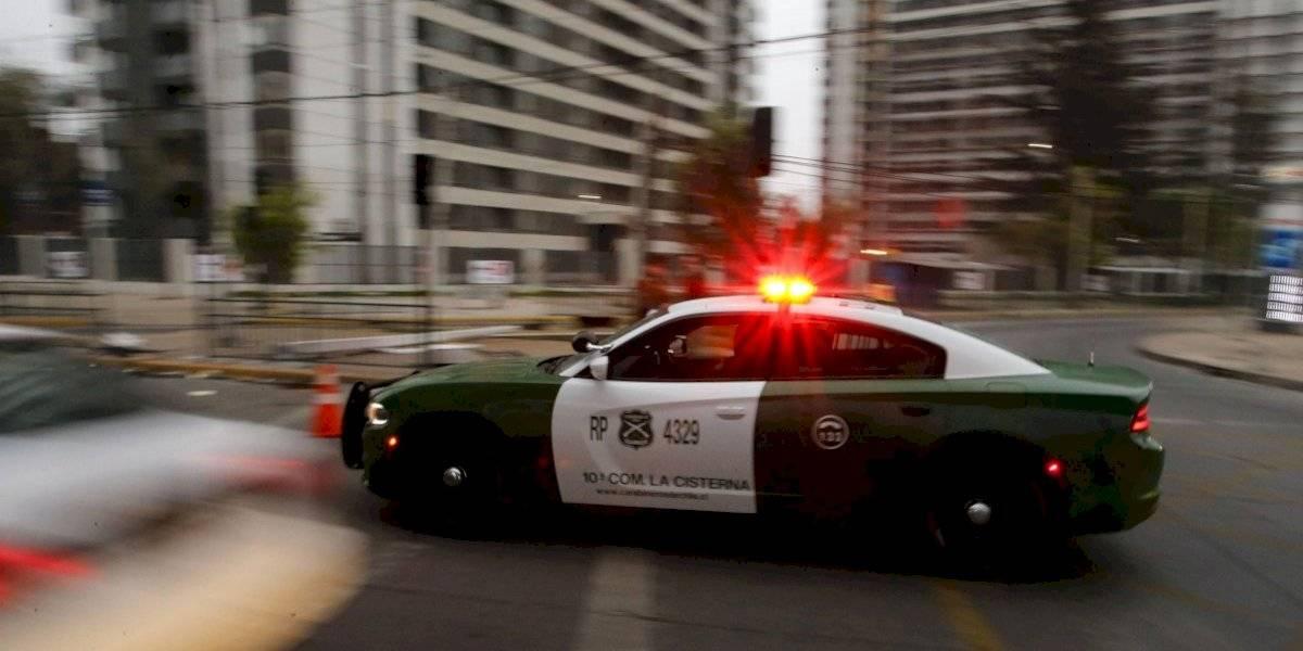 """""""Una maniobra muy irresponsable y peligrosa"""": patrulla de Carabineros impacta con poste en persecución policial en San Miguel"""