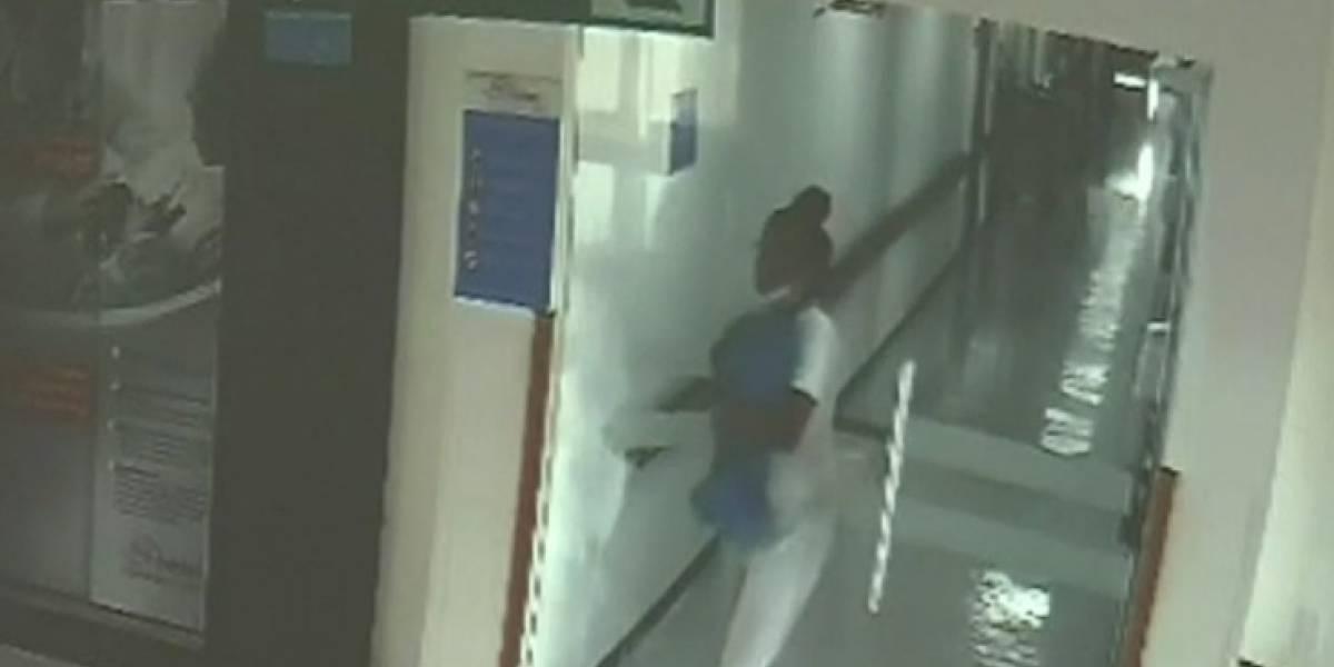Videos: enfermera trató de robar un bebé escondiéndolo en blusa de cirugía