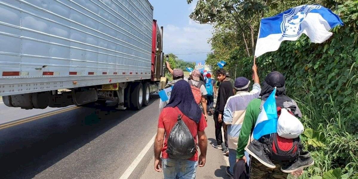 """""""Caravanita de la paz"""" de hondureños avanza hacia la frontera con México"""