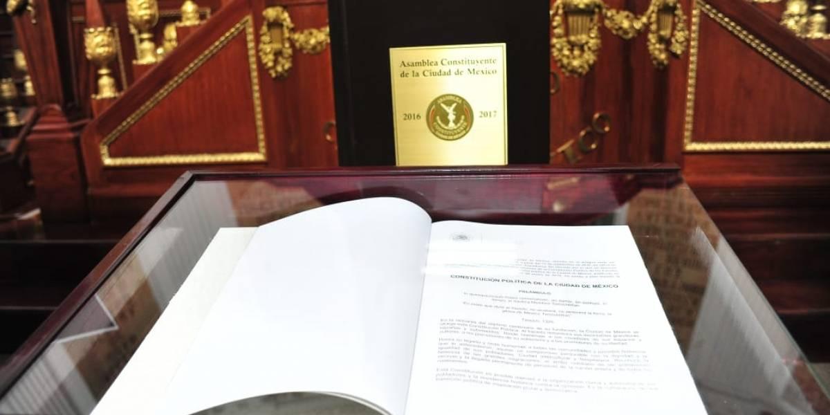 """En menos de dos años, """"parchan"""" 15 veces constitución de la CDMX"""