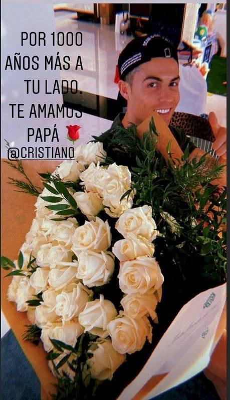 Cristiano Ronaldo recibió rosas blancas y un carro por su cumpleaños