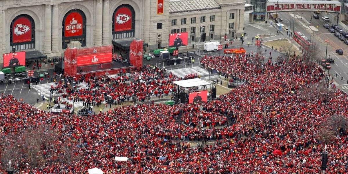 Los Chiefs celebran con su tribu el triunfo en el Super Bowl