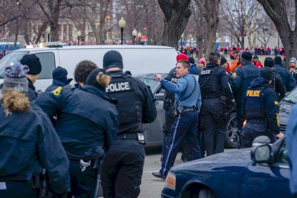 Foto AFP Persecución policial en desfile de los Chiefs