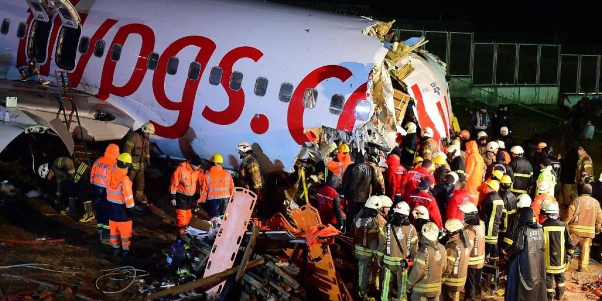 EN IMÁGENES. Así quedó el avión que se partió en tres tras salirse de la pista de aterrizaje en Turquía