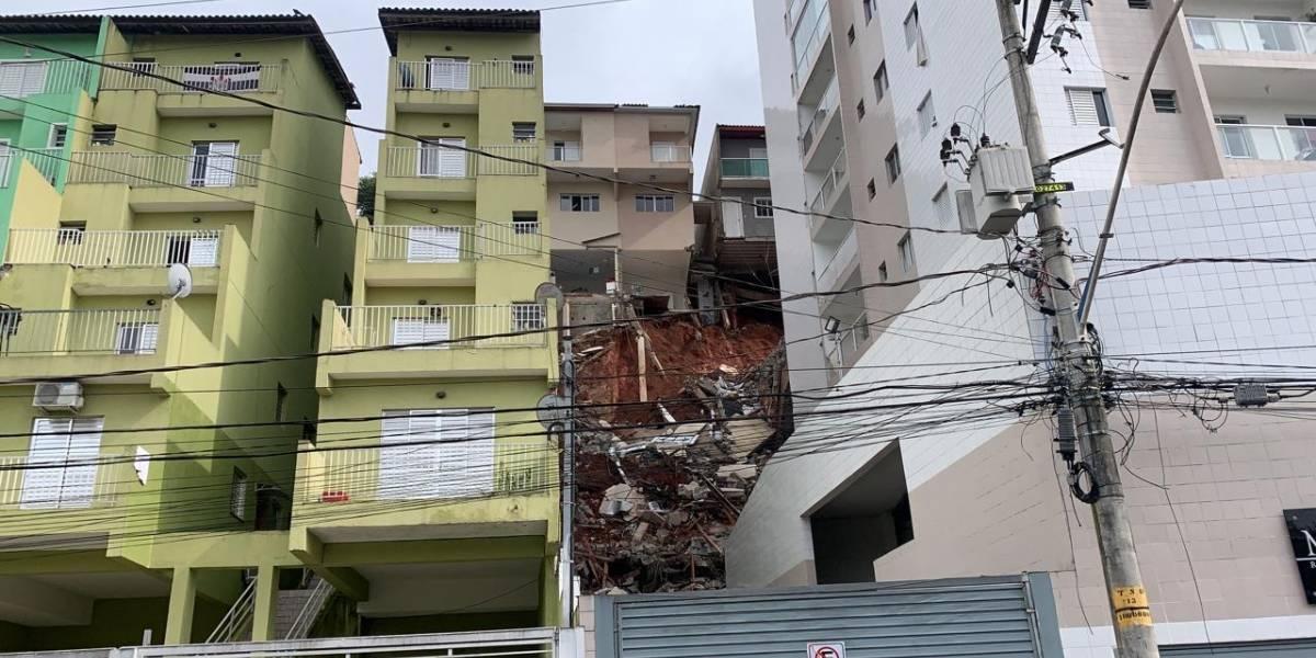 Imóveis são interditados após desabamento em Taboão da Serra