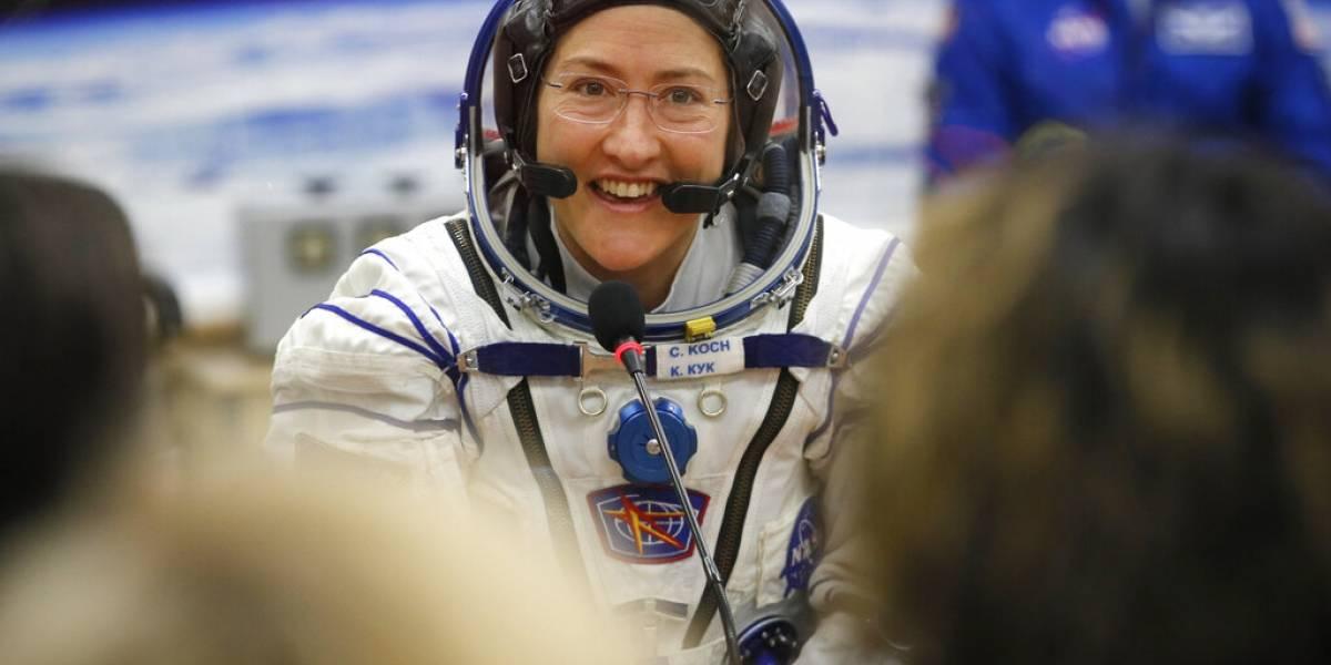 Regresa a tierra la mujer con tiempo récord en el espacio