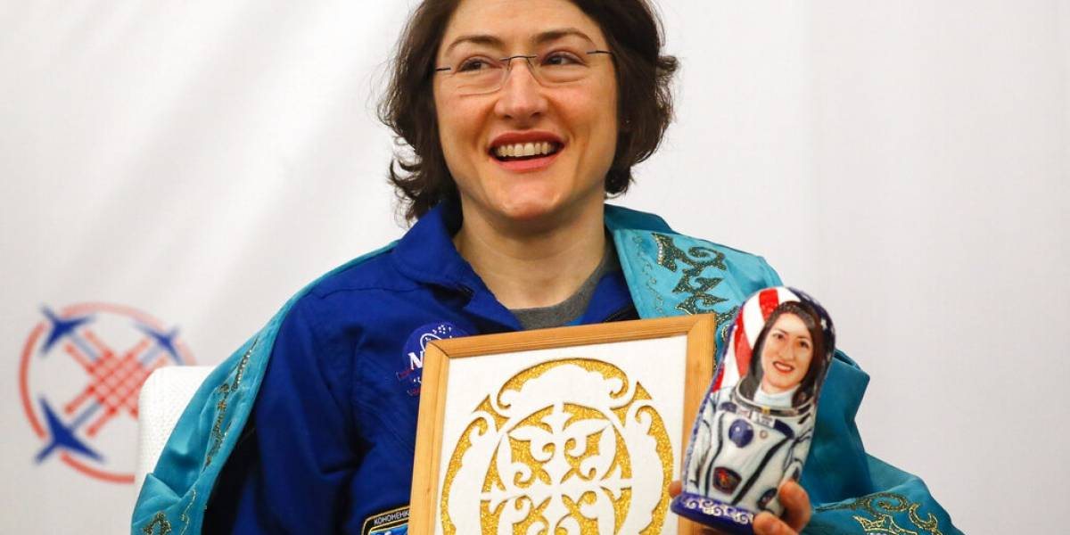 Regresa Christina Koch, astronauta que pasó 11 meses en el Espacio