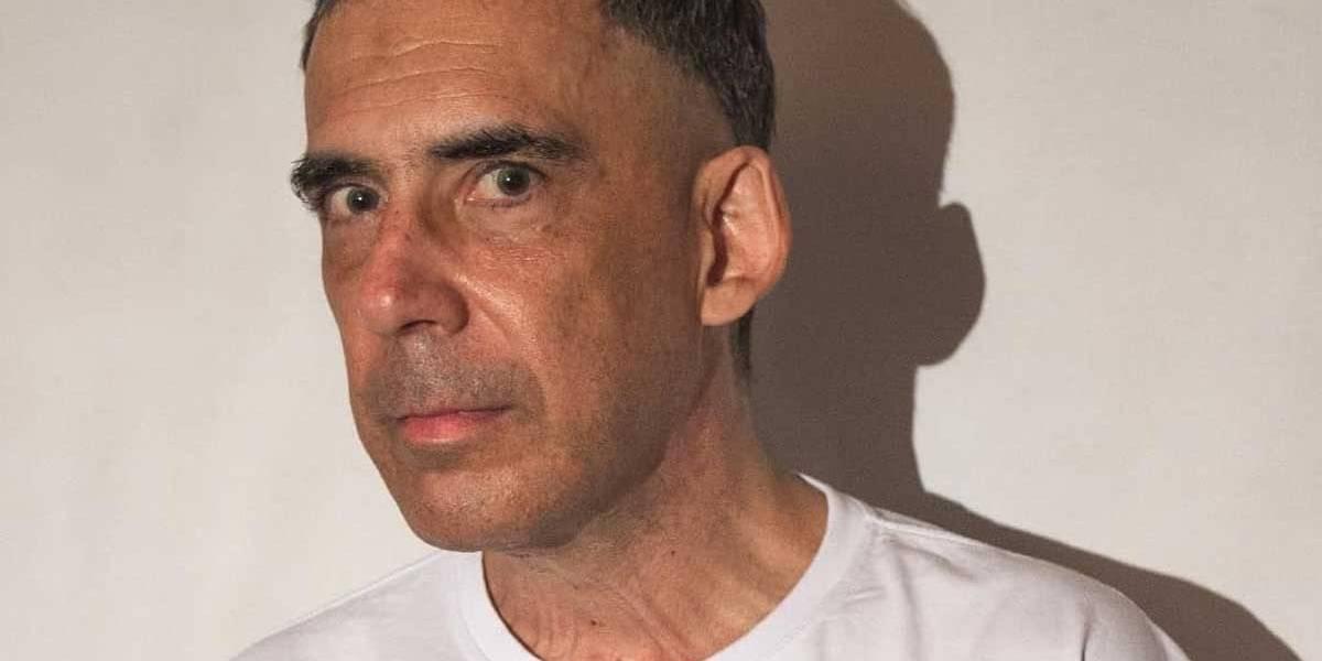 Arnaldo Antunes lança álbum só com piano e instrumentos de corda