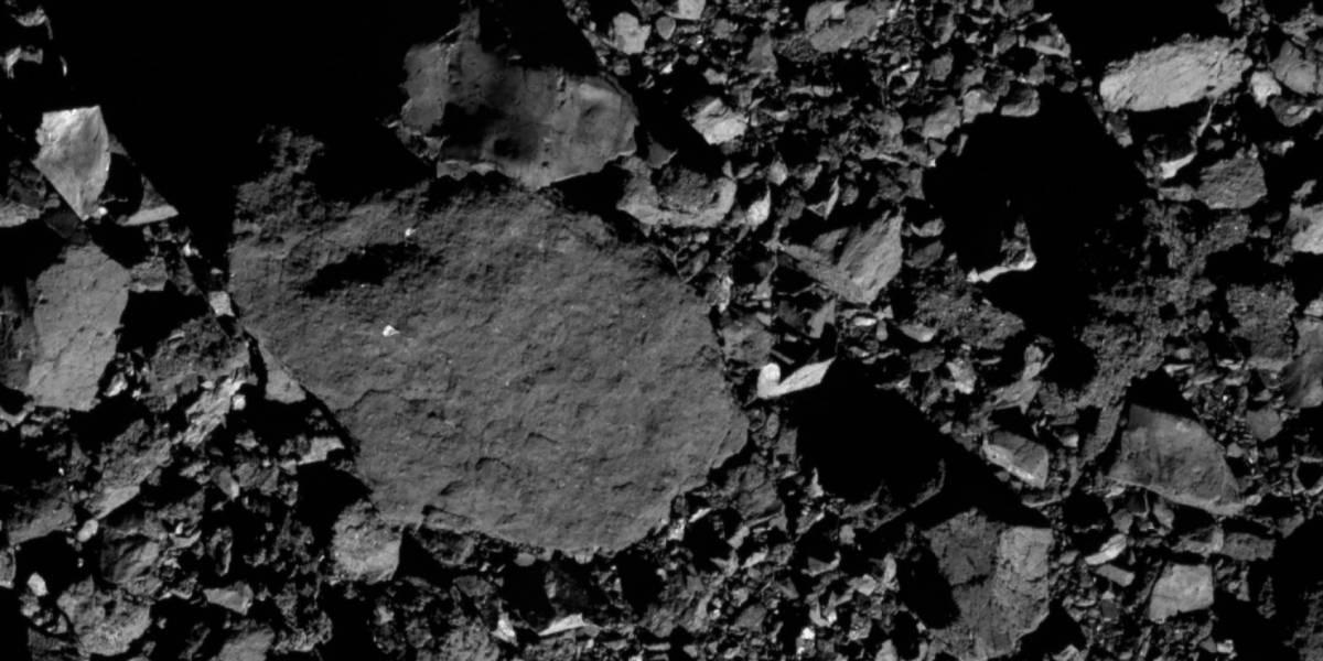 Sonda OSIRIS-REx da NASA capta imagen inédita do gigantesco asteroide Bennu