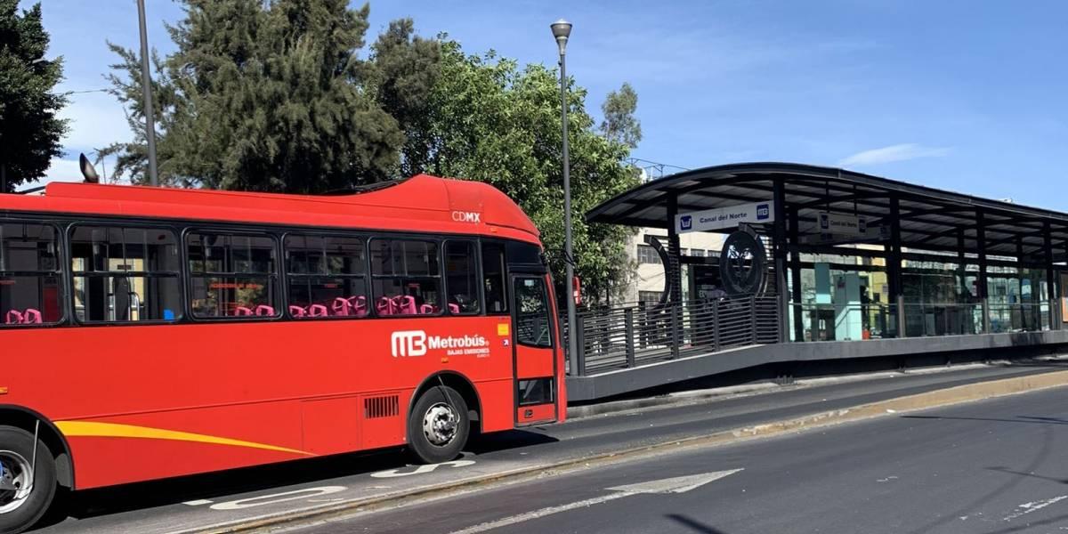 Línea 2 del metrobús inhabilita estación por accidente este jueves