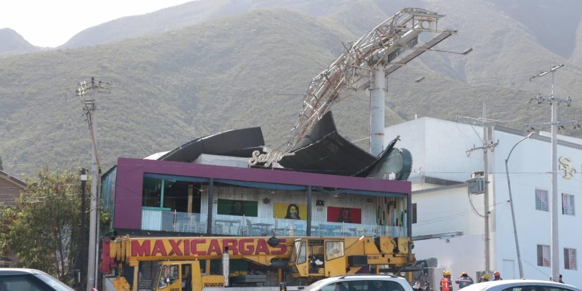 Destrozos en Nuevo León por fuertes vientos