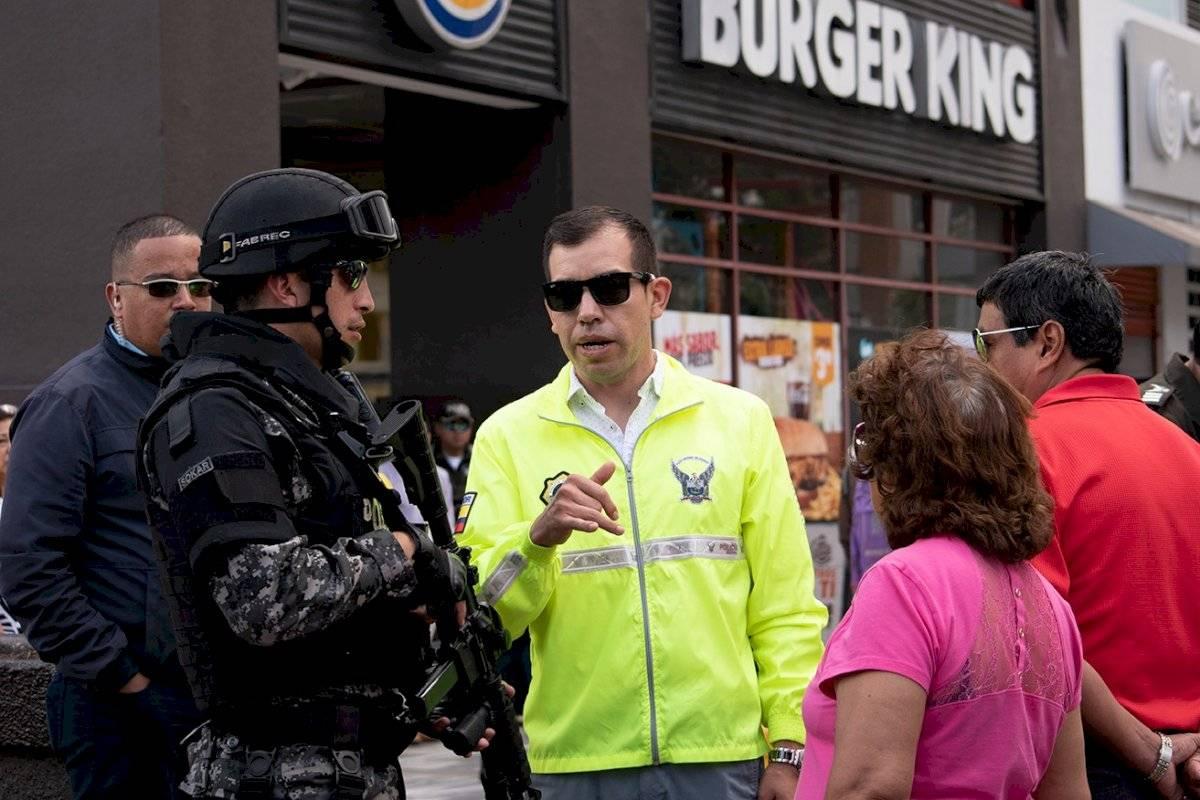 El mayor de la Policía Nacional, Carlos Perugachi, jefe del Laboratorio de Criminalística y Ciencias Forenses, dio detalles de lo que se iba realizar en la reconstrucción de los hechos. Oscar Ayo