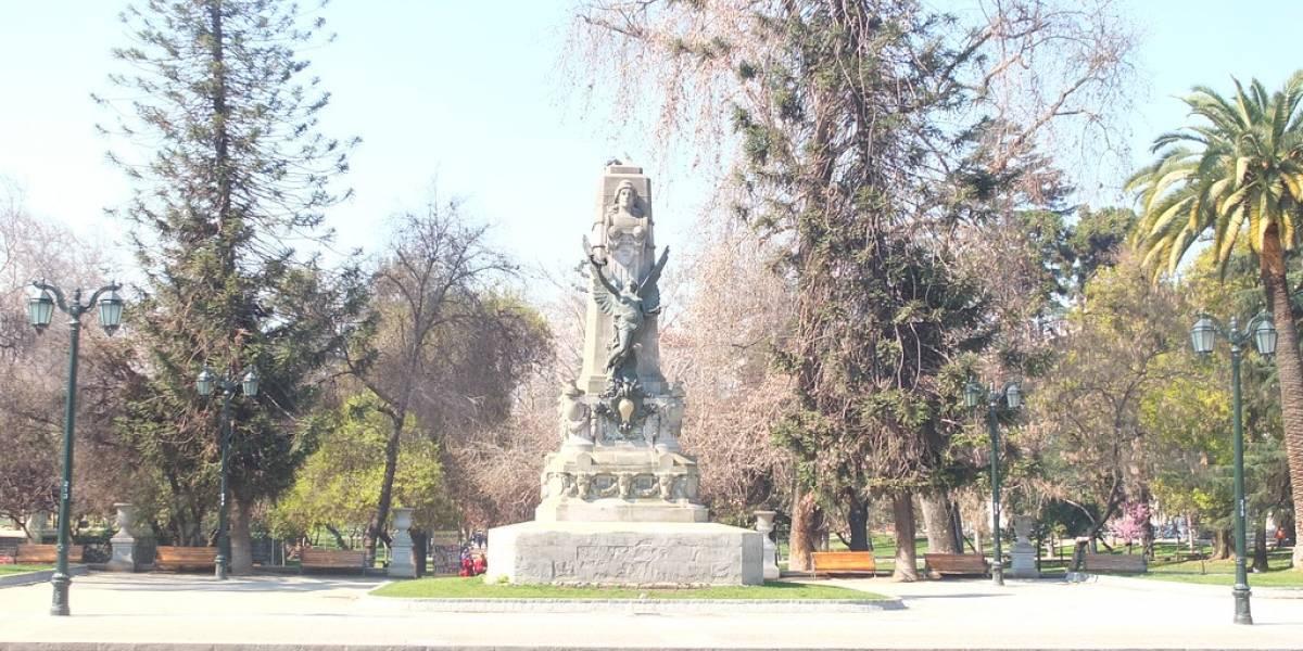 Baquedano y Balmaceda tienen visitas: parte ruta patrimonial para revalorizar los monumentos públicos en el contexto social