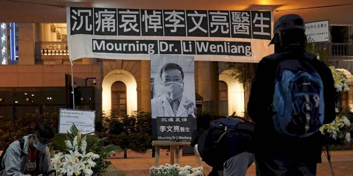 Indignación en China por muerte de Li Wenliang, médico reprobado por alertar del virus