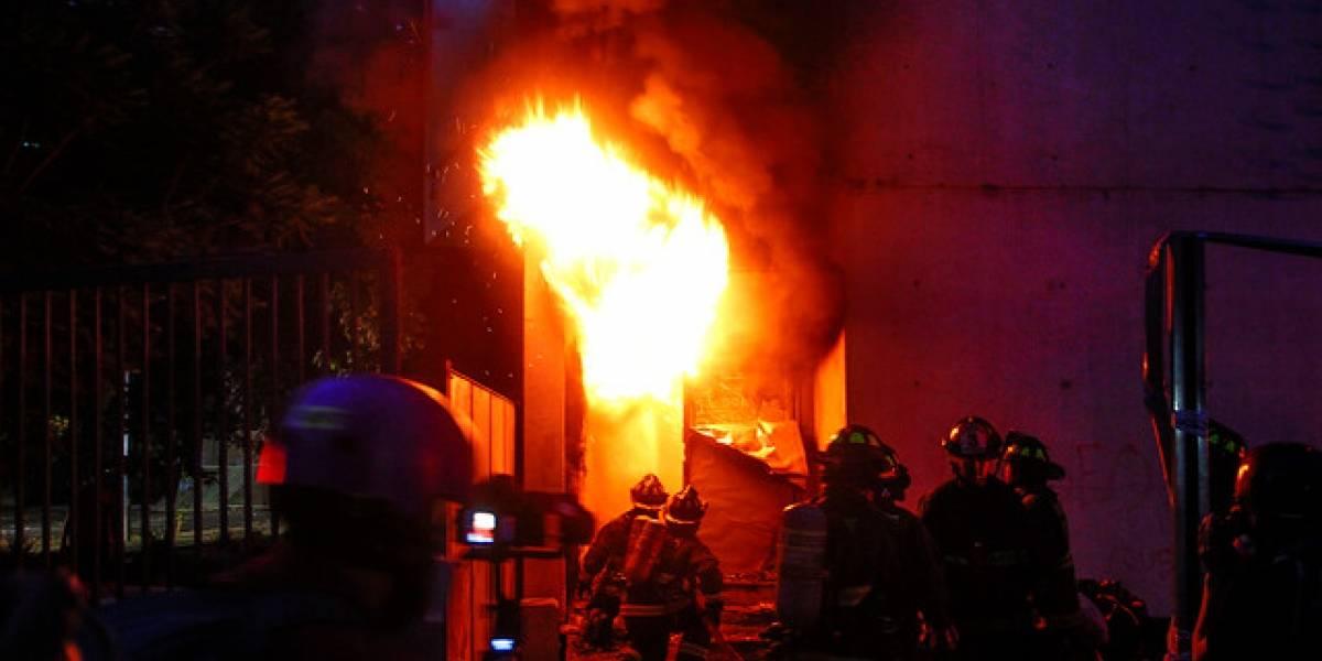 Carabineros responsabiliza a 10 encapuchados por incendio en Museo Violeta Parra