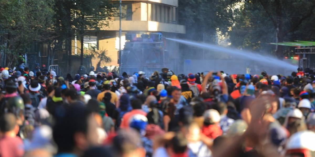 """Concejal de Providencia confirma infiltración a la """"primera línea"""" en Plaza Baquedano"""