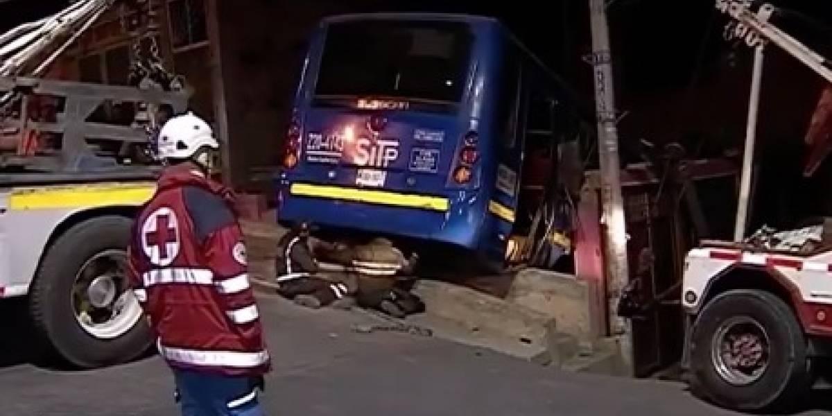 (VIDEO) Bus del SITP se estrelló contra vivienda en Bogotá
